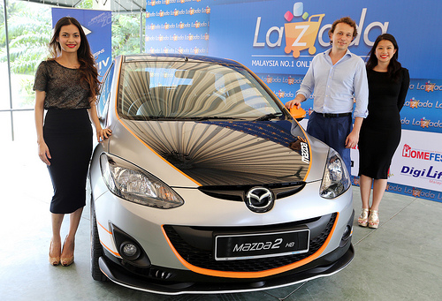 Igor Pezelli, CEO of Lazada Malaysia, posing with the Mazda 2 Hatchback - the Grand Prize