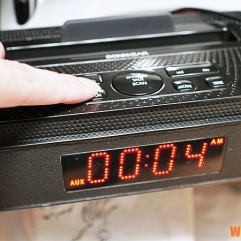 SonicGear SonicBlue Dock 200 - Digital clock radio