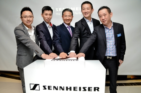 (From left to right): Mr. Calveen Chou (CEO of Intraplex Asia Sdn Bhd), Mr. Pan Wee Siong (Managing Director of MyPantrade Sdn Bhd), Mr. Ng Chee Soon (President & Managing Director of Sennheiser Asia), Mr. Martin Low (Vice President of Sennheiser Asia) , Mr Chris Low (Assistant Head of the Consumer Business at Sennheiser Asia) launching the Sennheiser Concept Store at Bangsar Shopping Centre.