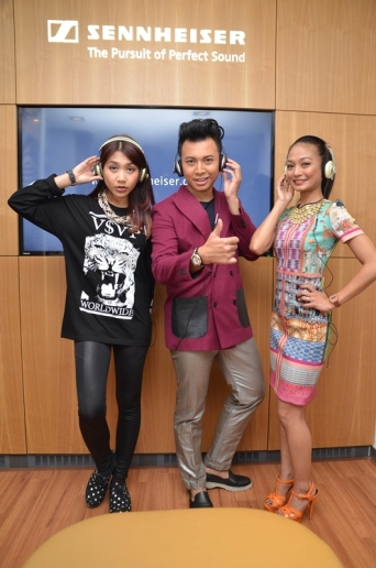 Hunny Madu, IZ and Atilia Haron with their Sennheiser MOMENTUM On-Ear headphones.